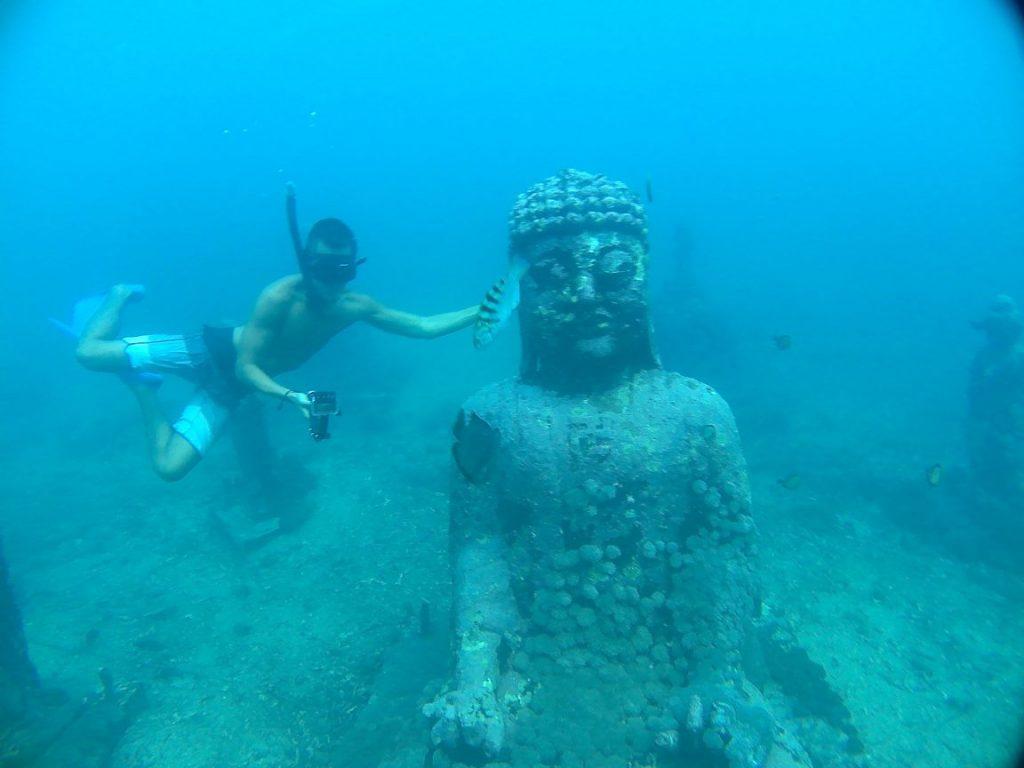 snorkeling budha temple nusa penida